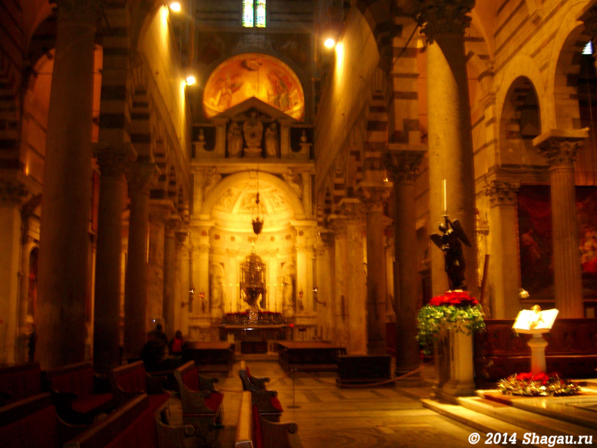 Внутри кафедрального собора Пизы