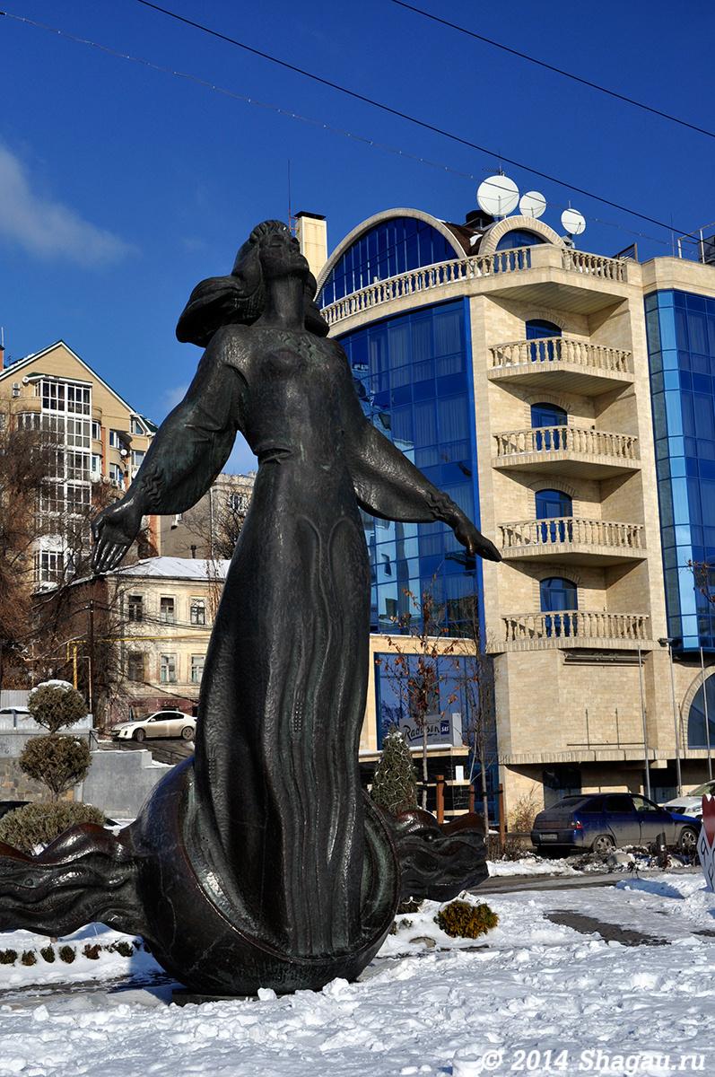 Памятник Ростовчанки