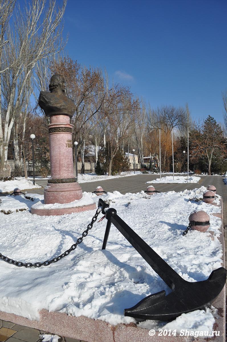 Памятник Ушакову на Набережной