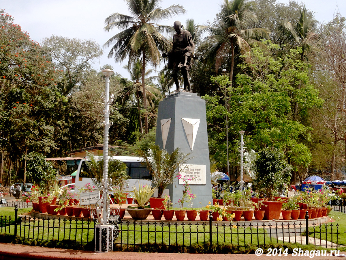 Стела-памятник Ганди