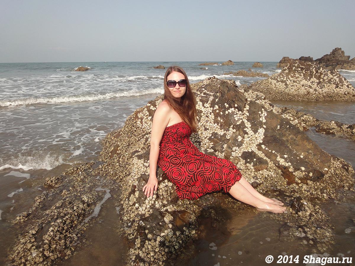 Казусы на пляже с молодыми фото 712-940