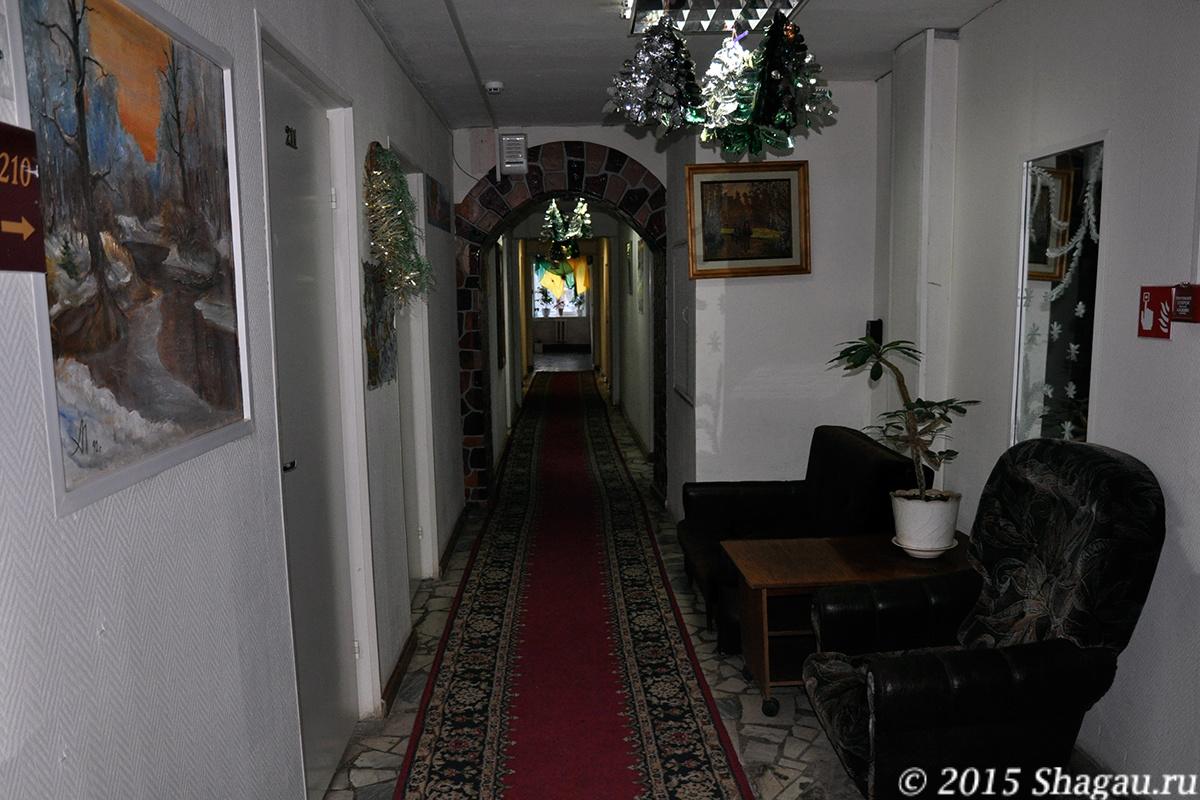 В коридорах гостиницы Лада