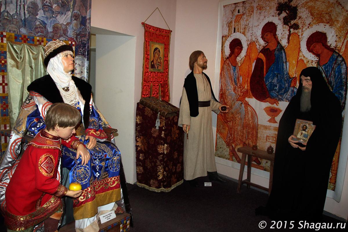 Княгиня Ольга и ее внук.
