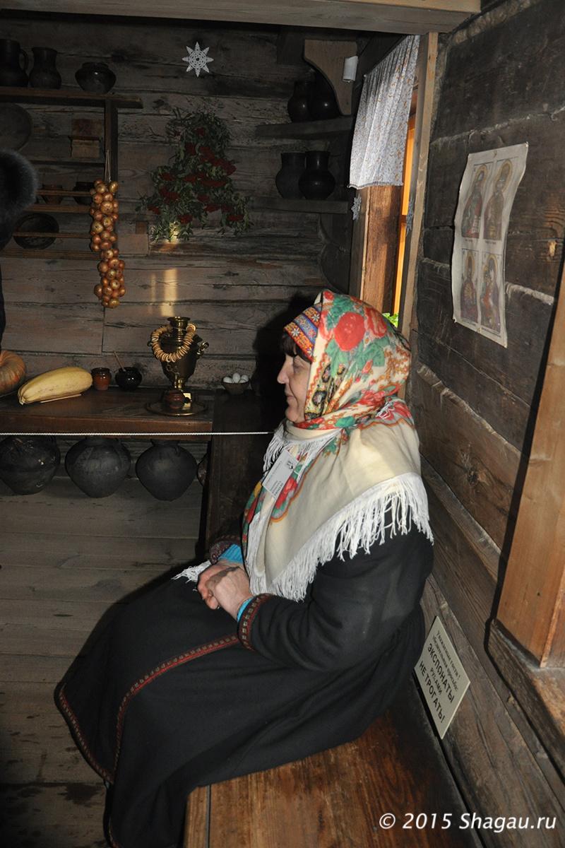 Смотрители в музее деревянного зодчества