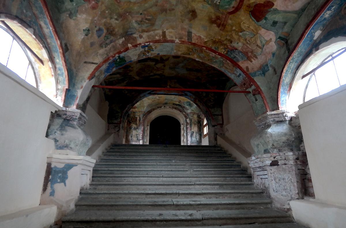 Вход в собор Великий Новгород