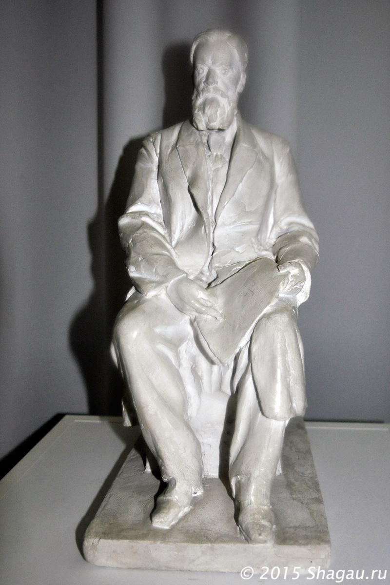 Рабочая модель памятника Столетову перед МГУ