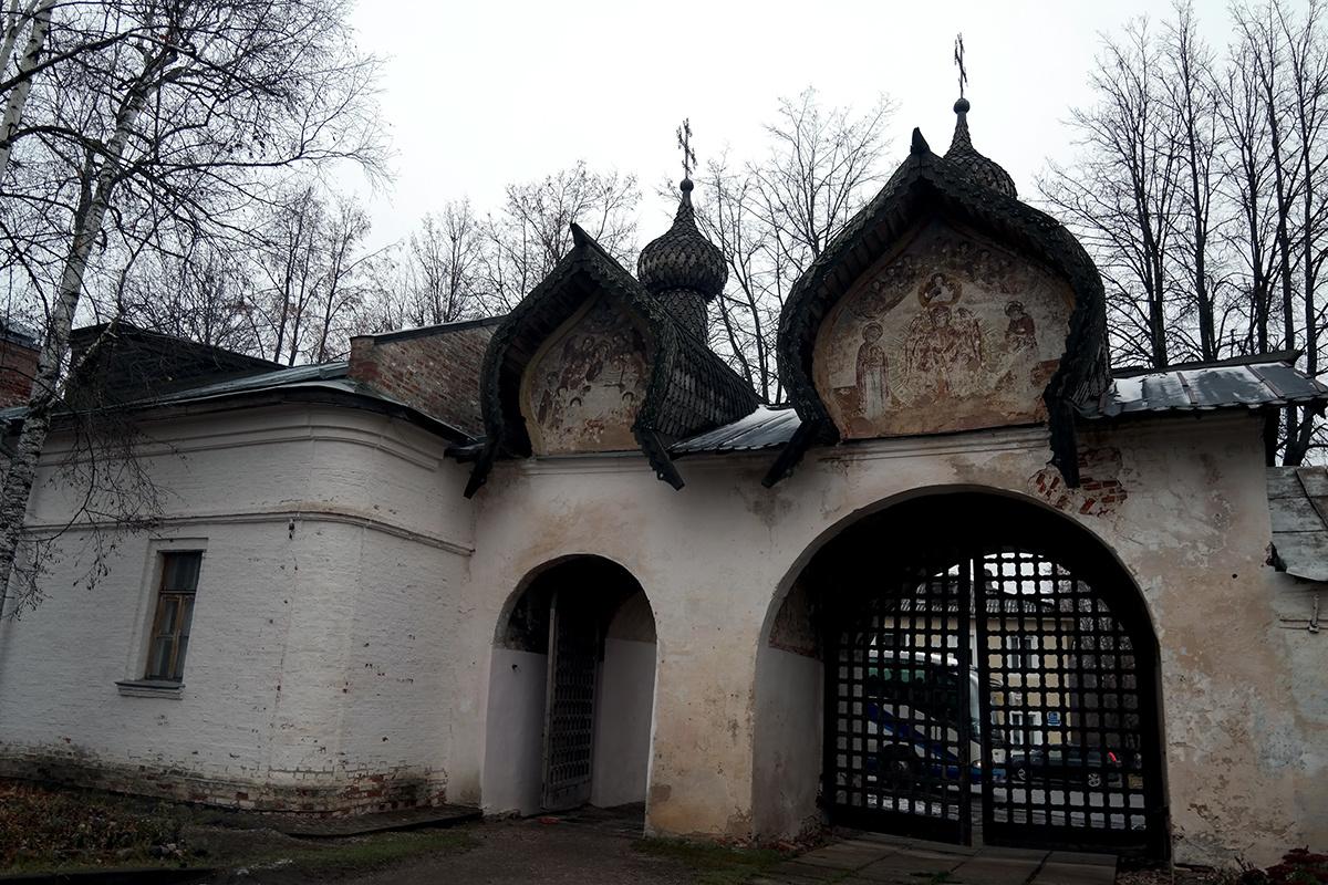 Ворота Знаменского собора Великий Новгород