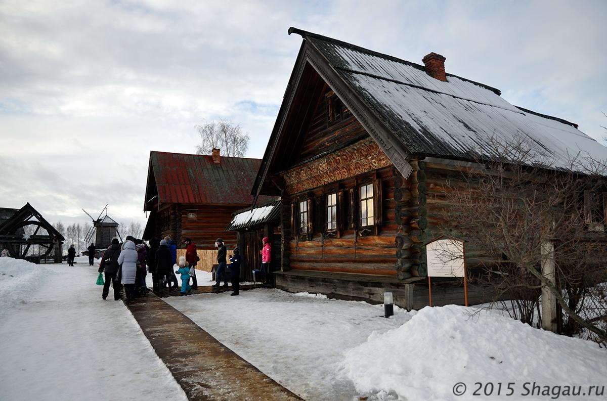 В музее деревянного зодчества