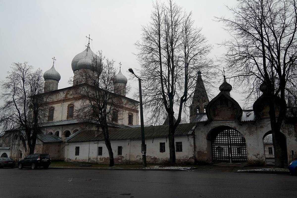 Знаменский собор 17 века в Великом Новгороде