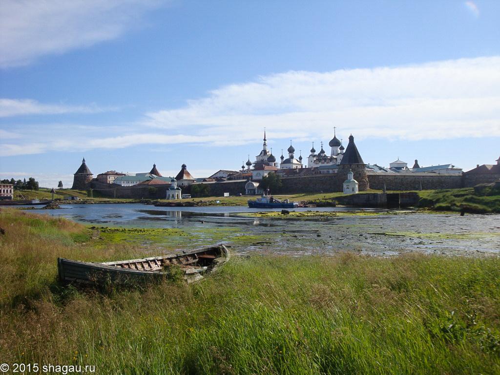 Вид на Соловки из рыбацкого поселка