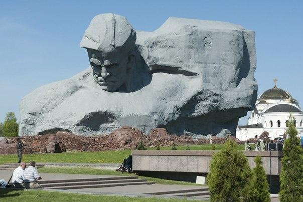 Главный памятник в Брестской крепости
