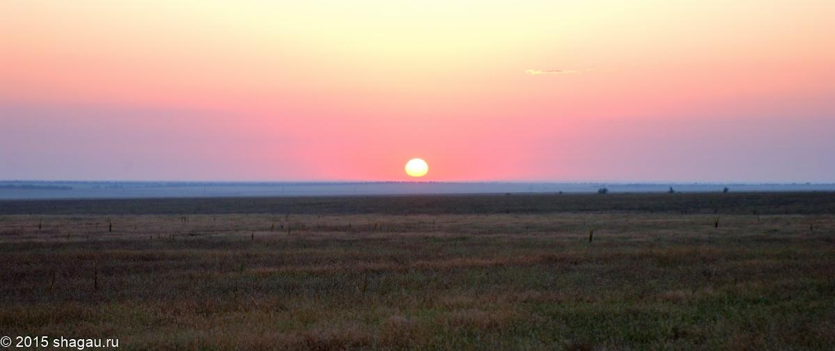 Рассвет со стороны степи. Фото :Г. Стороженко