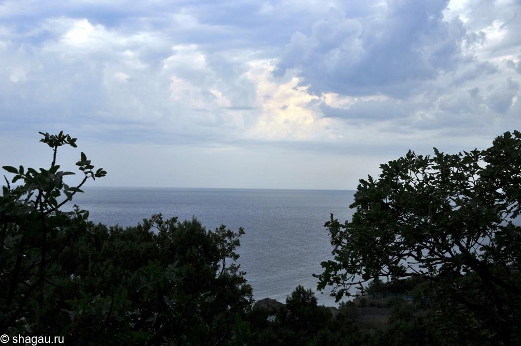 Предгрозовой пейзаж с веранды