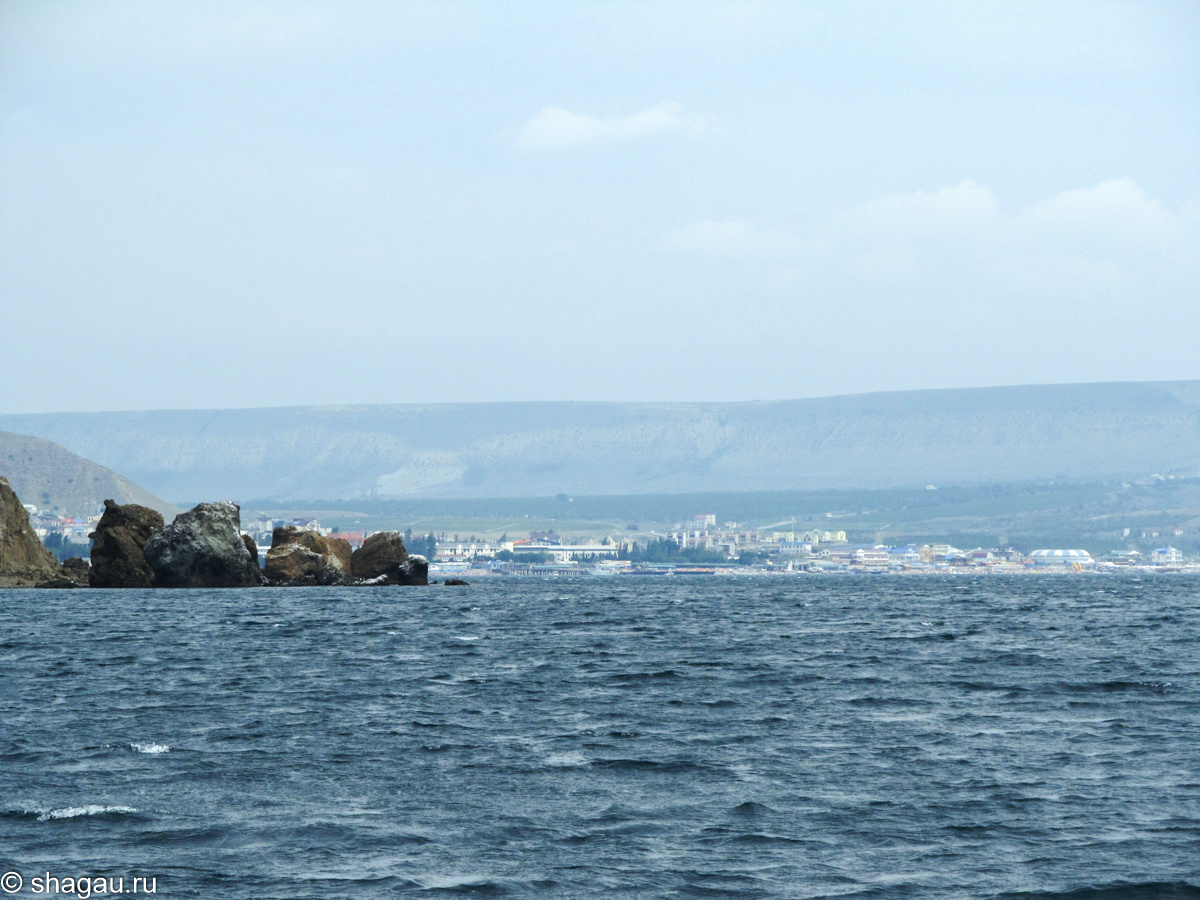 Вид с моря на Коктебель