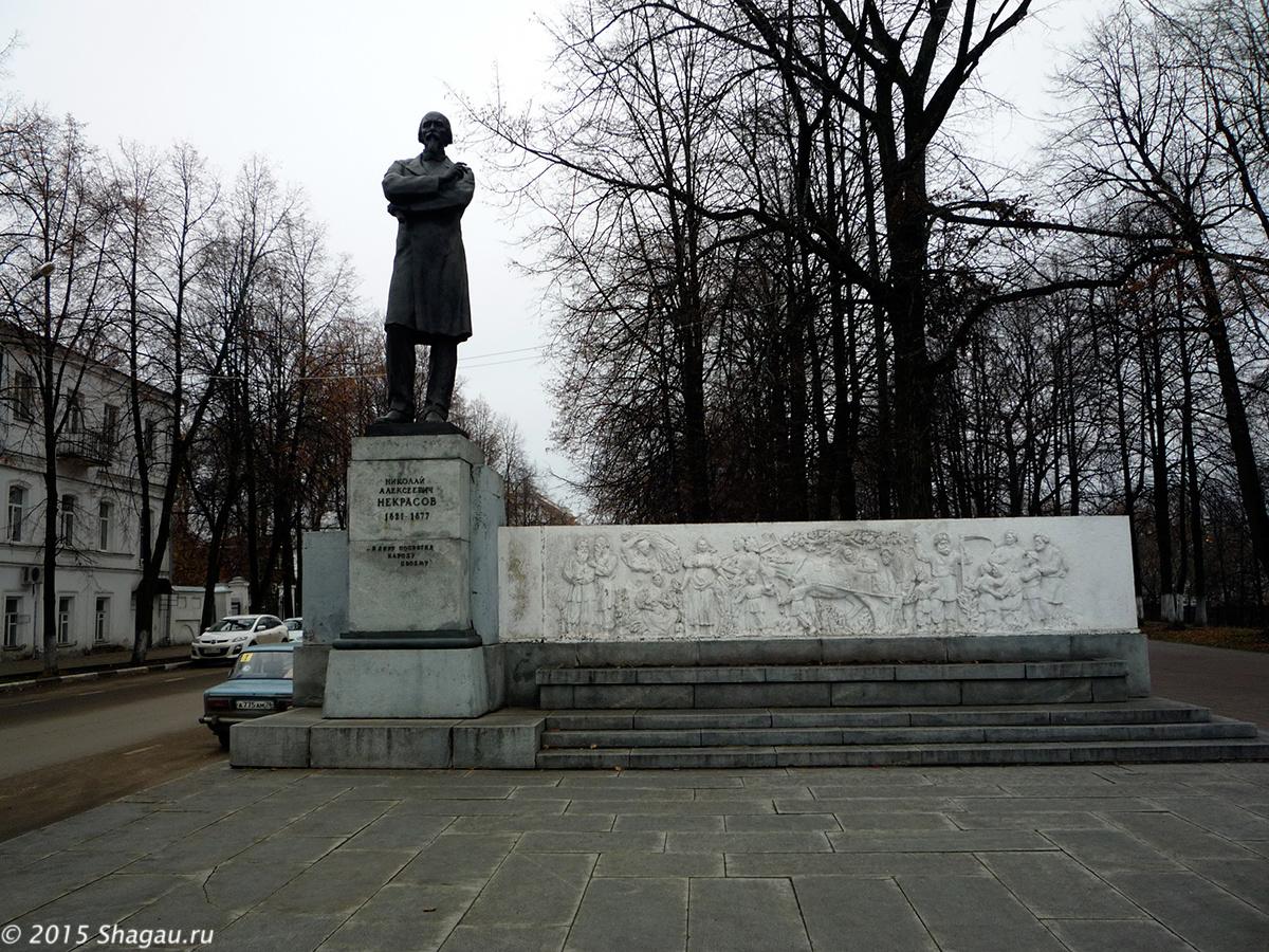 Памятник в Центре