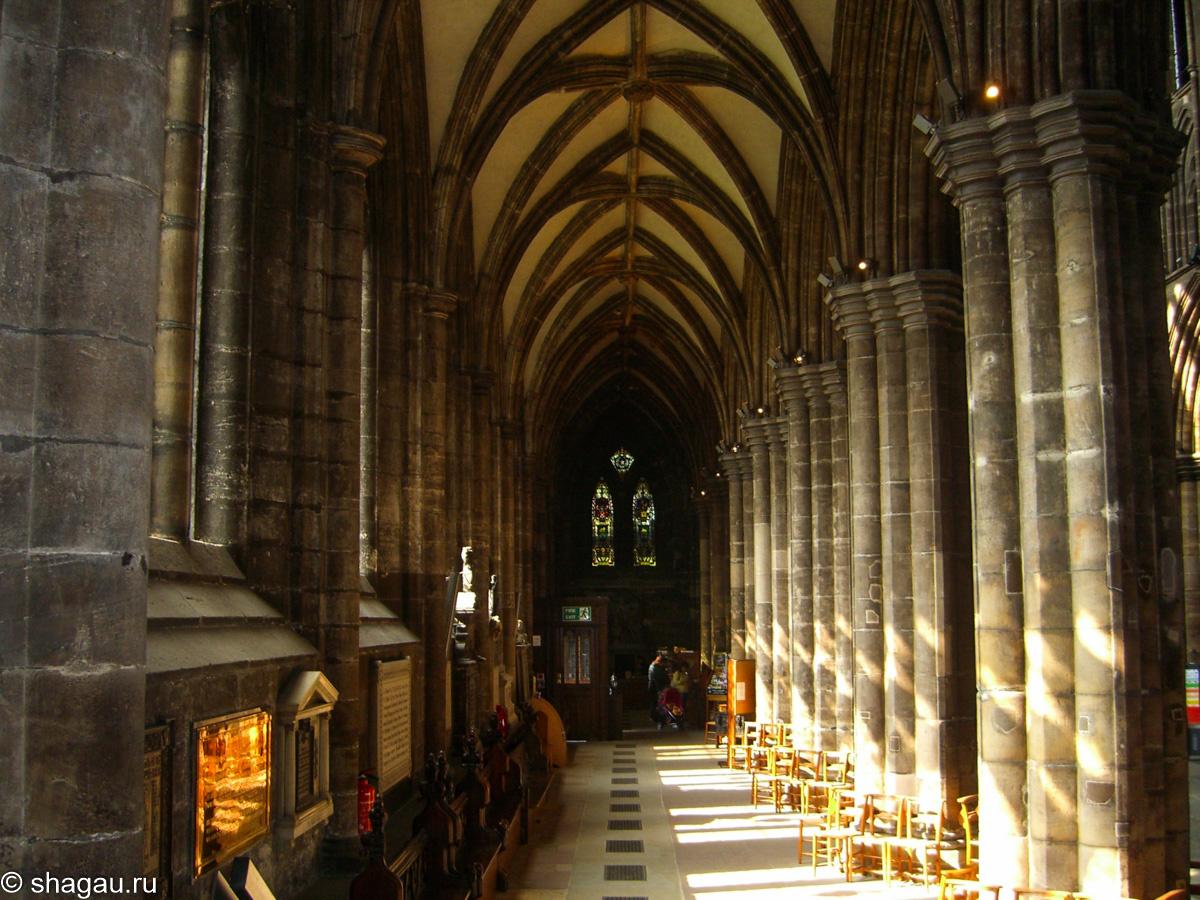 Внутри собора святого Мунга