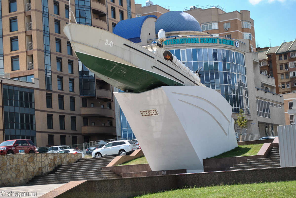 Памятник «Торпедный катер морякам – черноморцам»