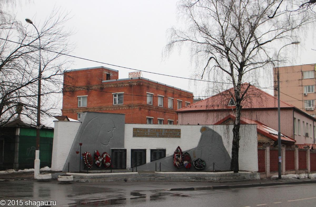 Памятник героям ВОВ и трикотажная фабрика