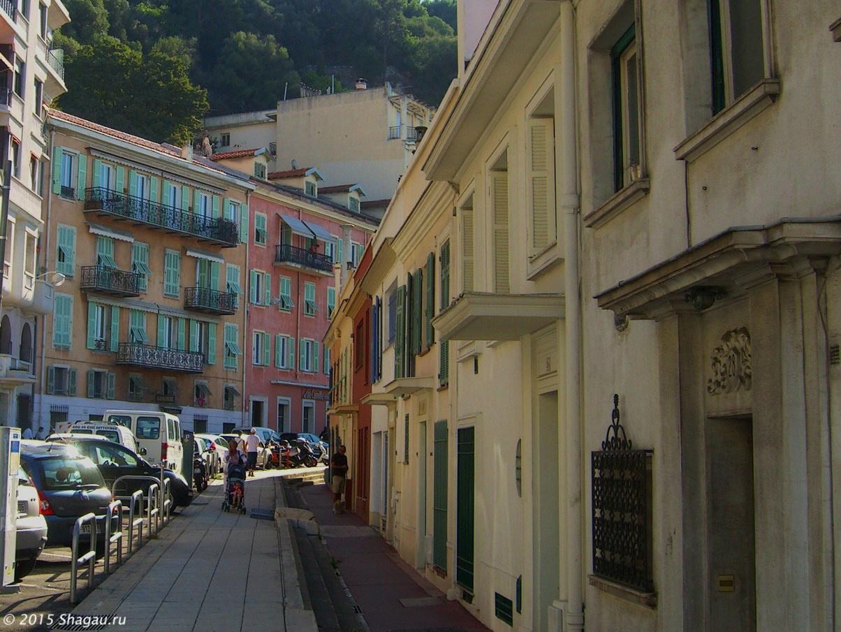 Старая улица по пути к холму Шато