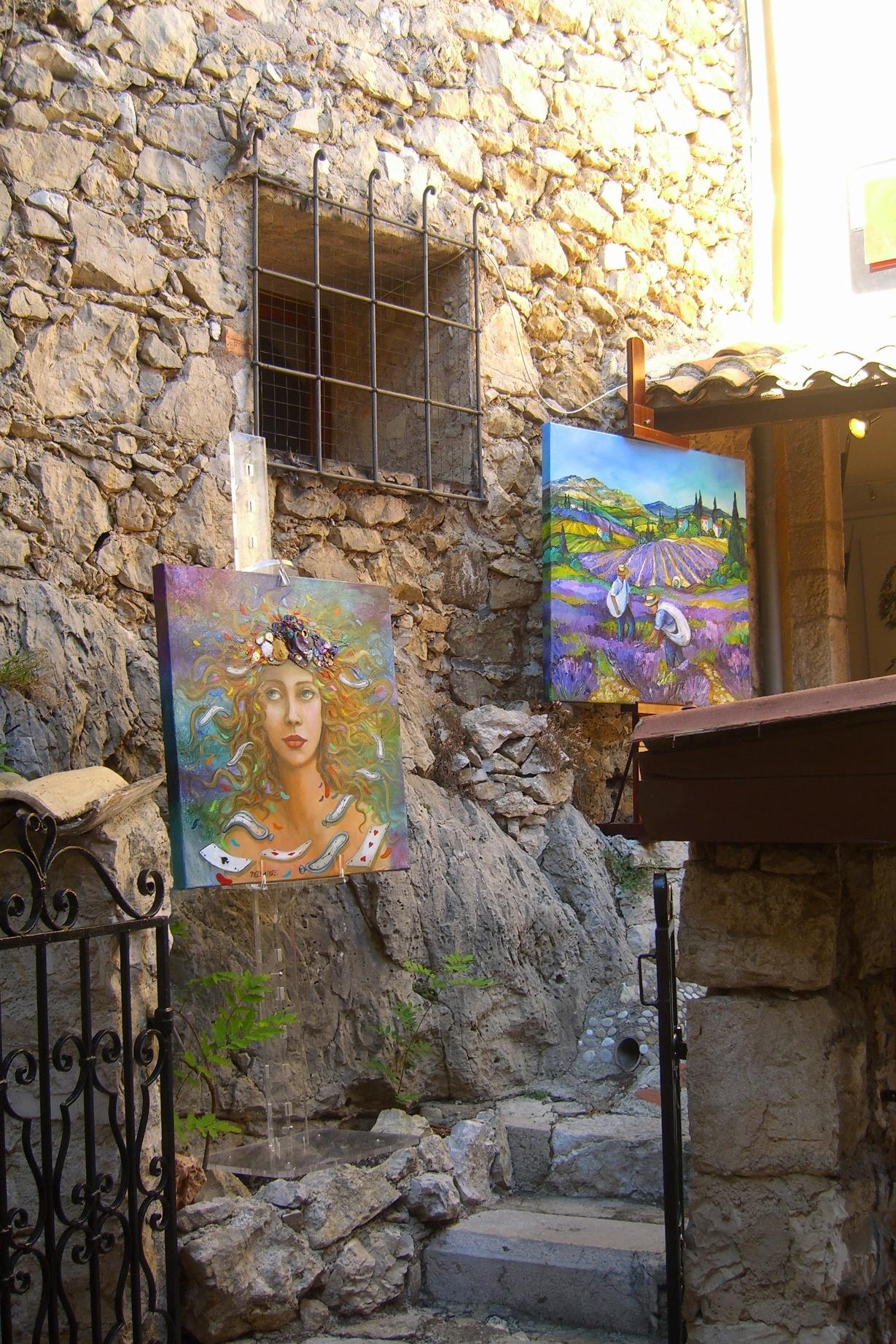 Картинные выставки на улицах Эз
