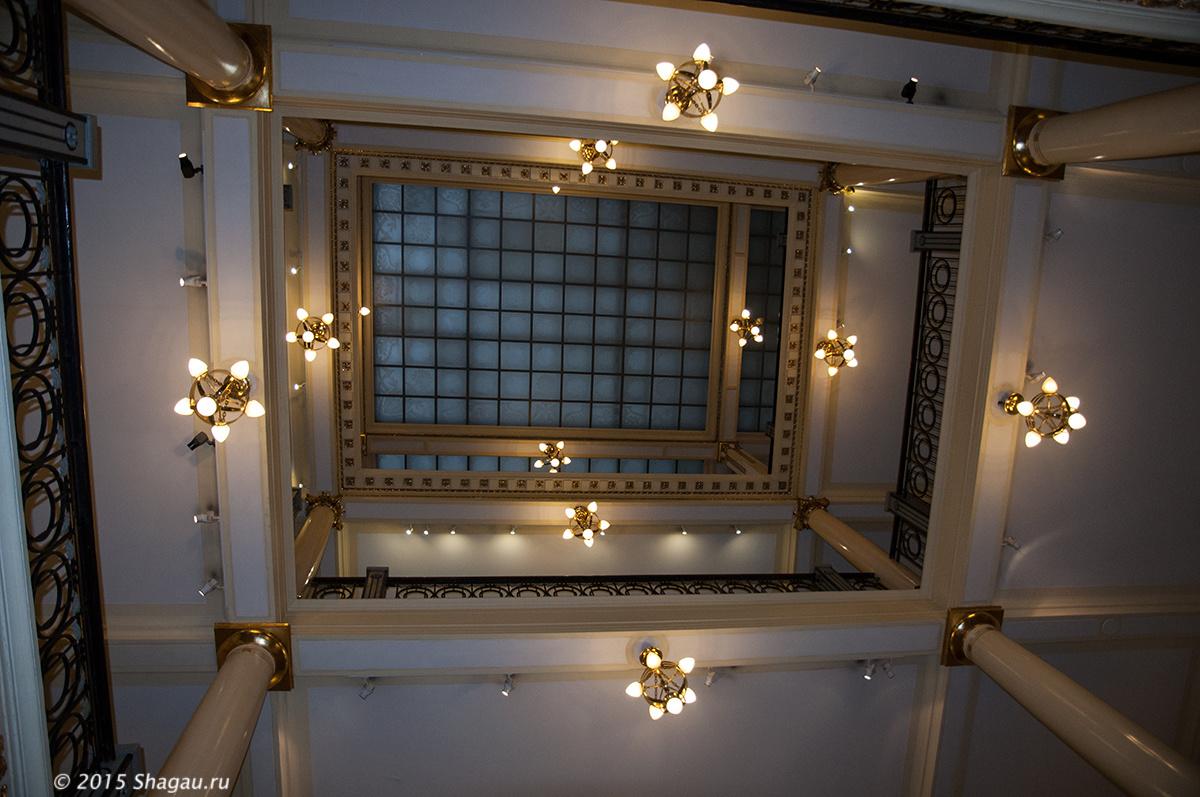 Стеклянный потолок атриума