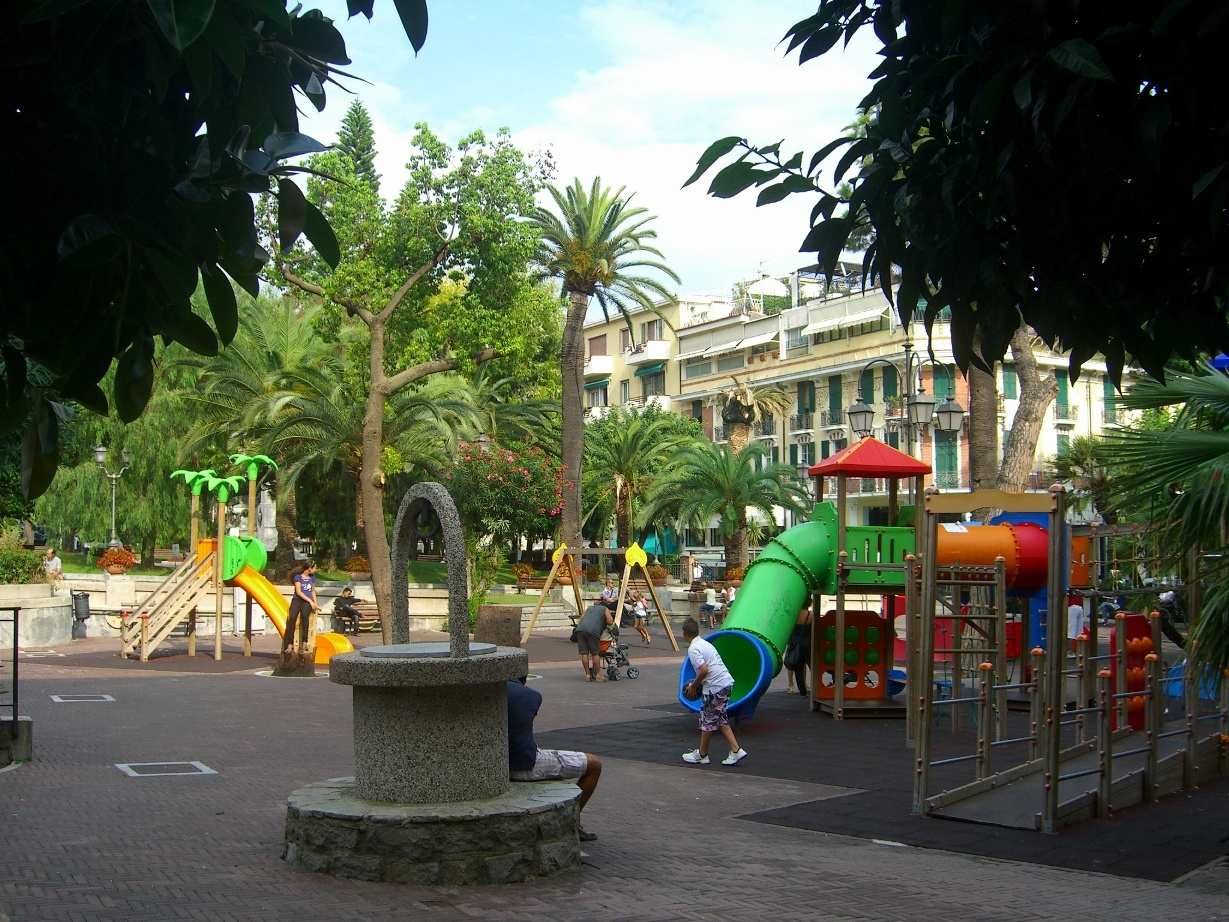 Алассио. Детская площадка