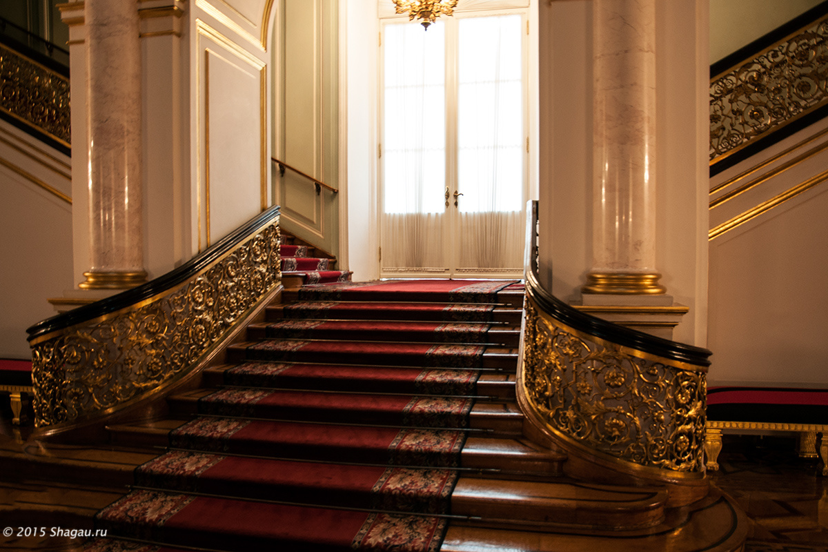 Парадная лестница Владимирского зала