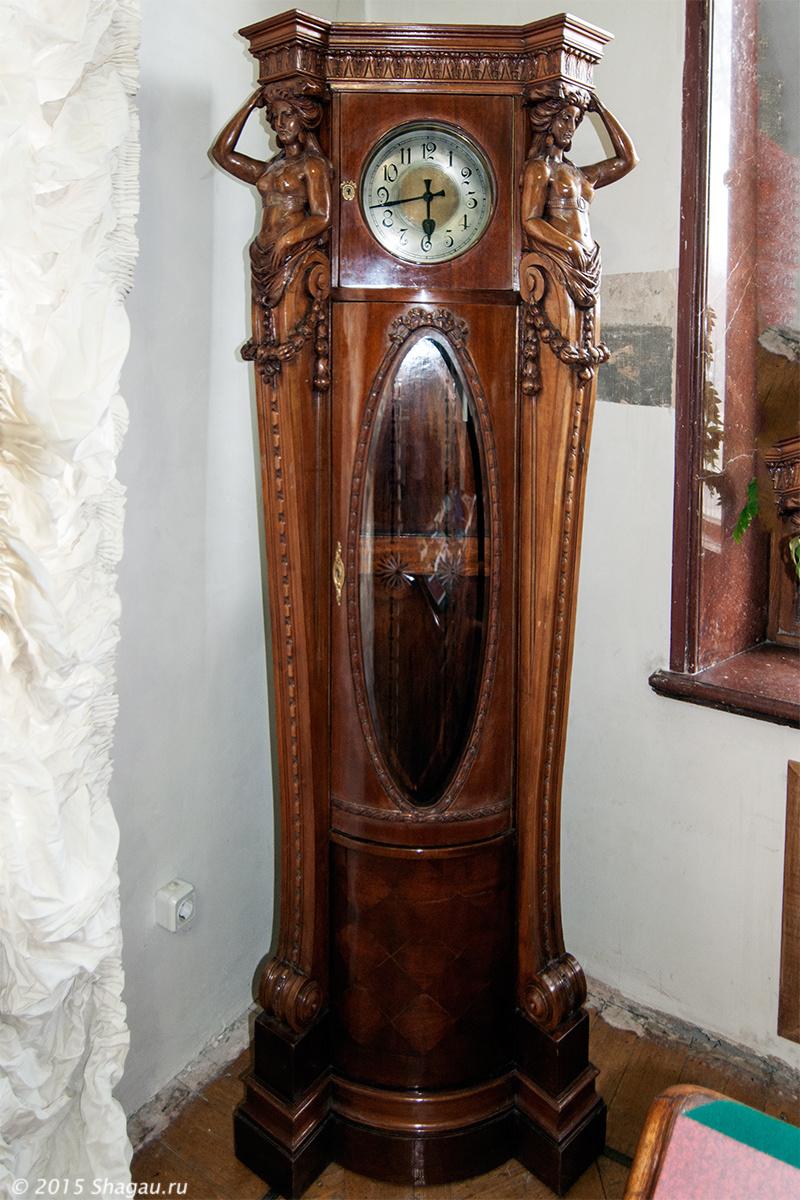 Часы в кабинете Стахеева