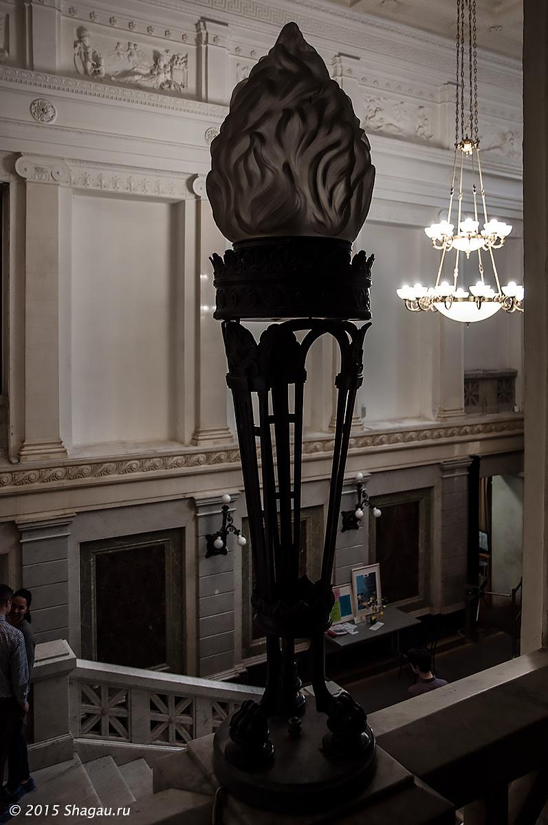 Светильник в виде факела