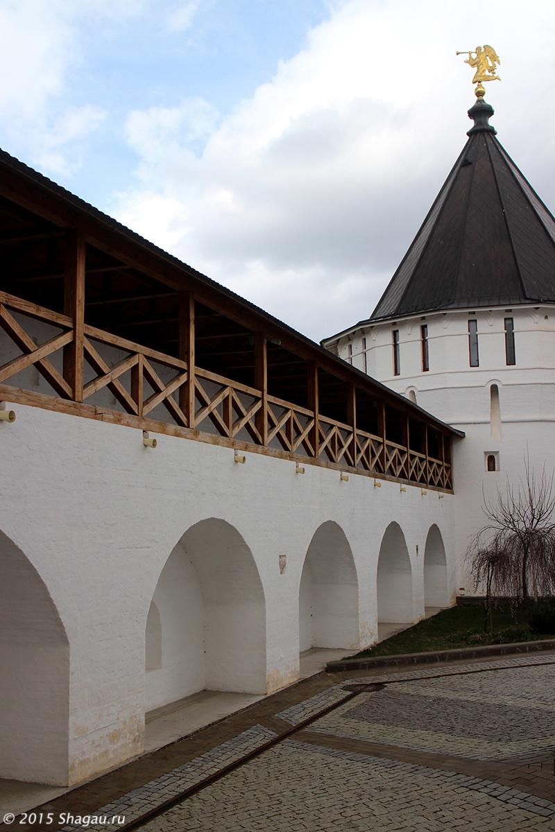Стены Высоцского монастыря