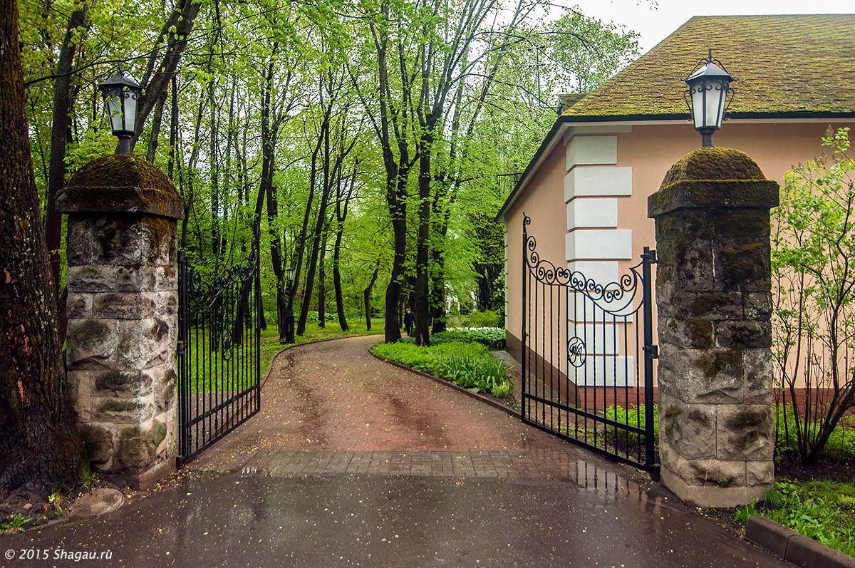 Старинная ограда