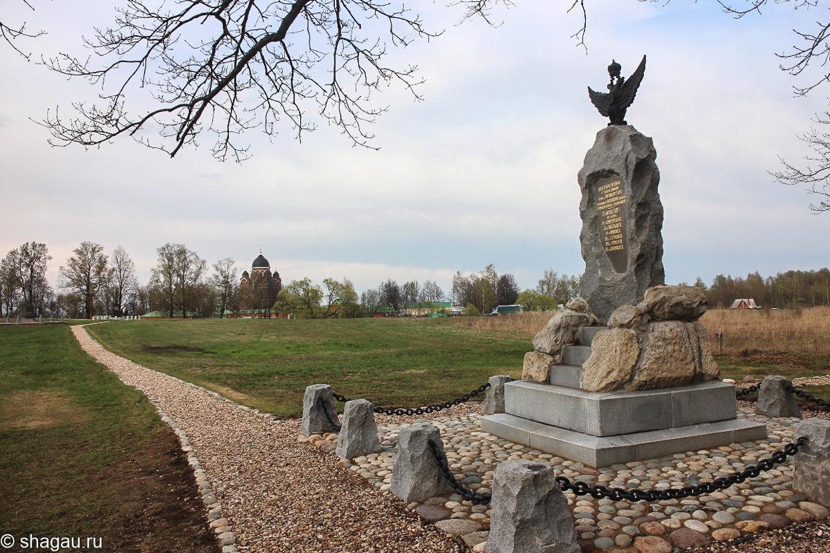 Вид на монастырь от Памятника