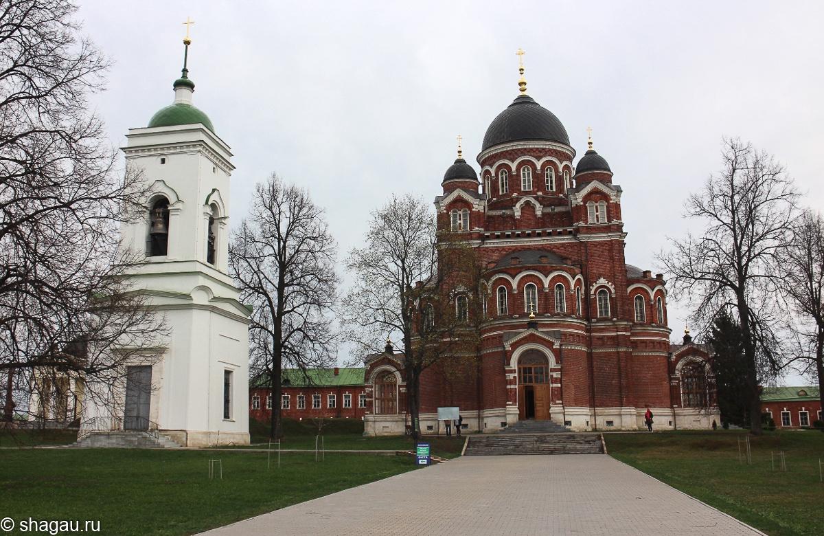 Вид на Владимирский собор и колокольню