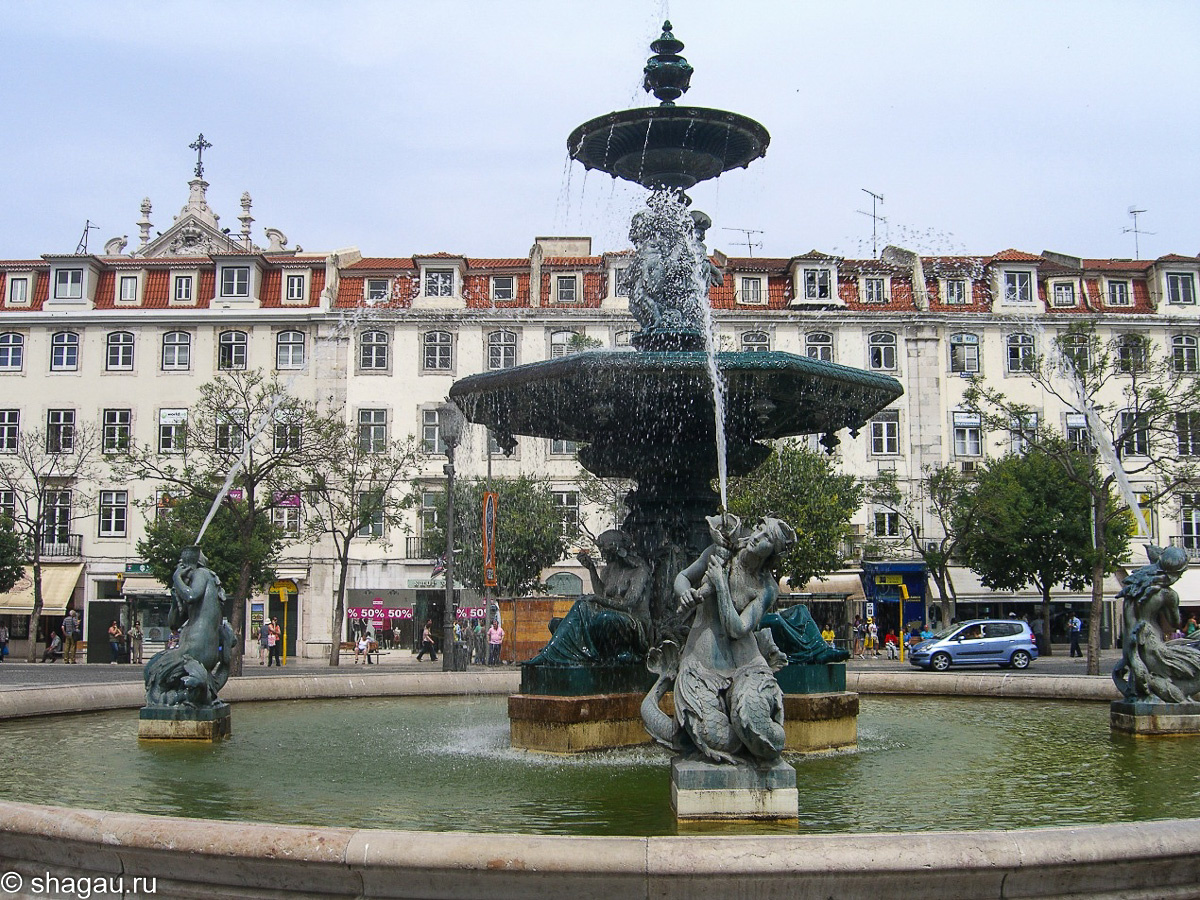 Фонтан на площади Rossio