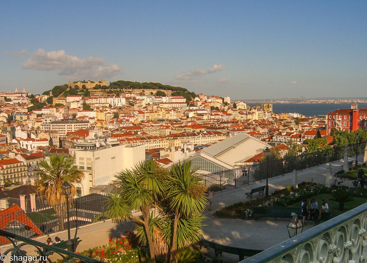 Вид на город с мирадору Сан педру ди алкантара