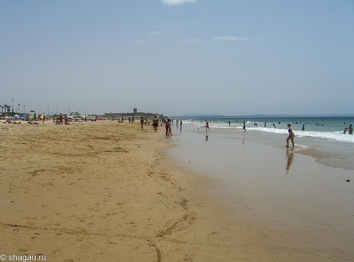 пляж и крепость в каркавелуше