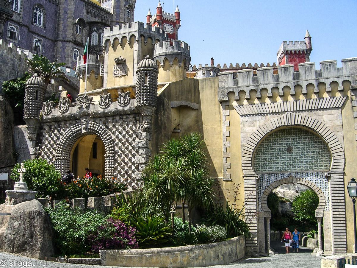 Ворота дворца Пена