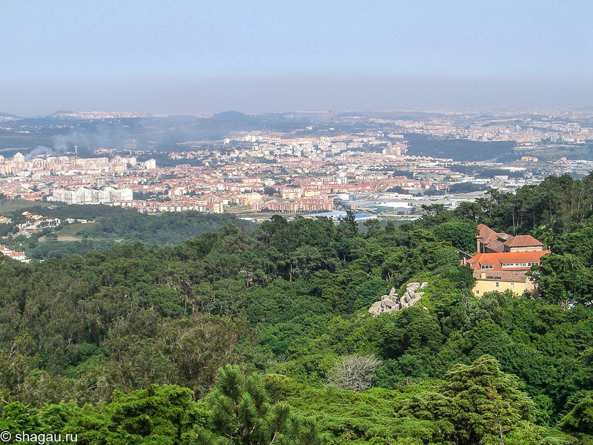 Вид на Синтру из дворца Пена