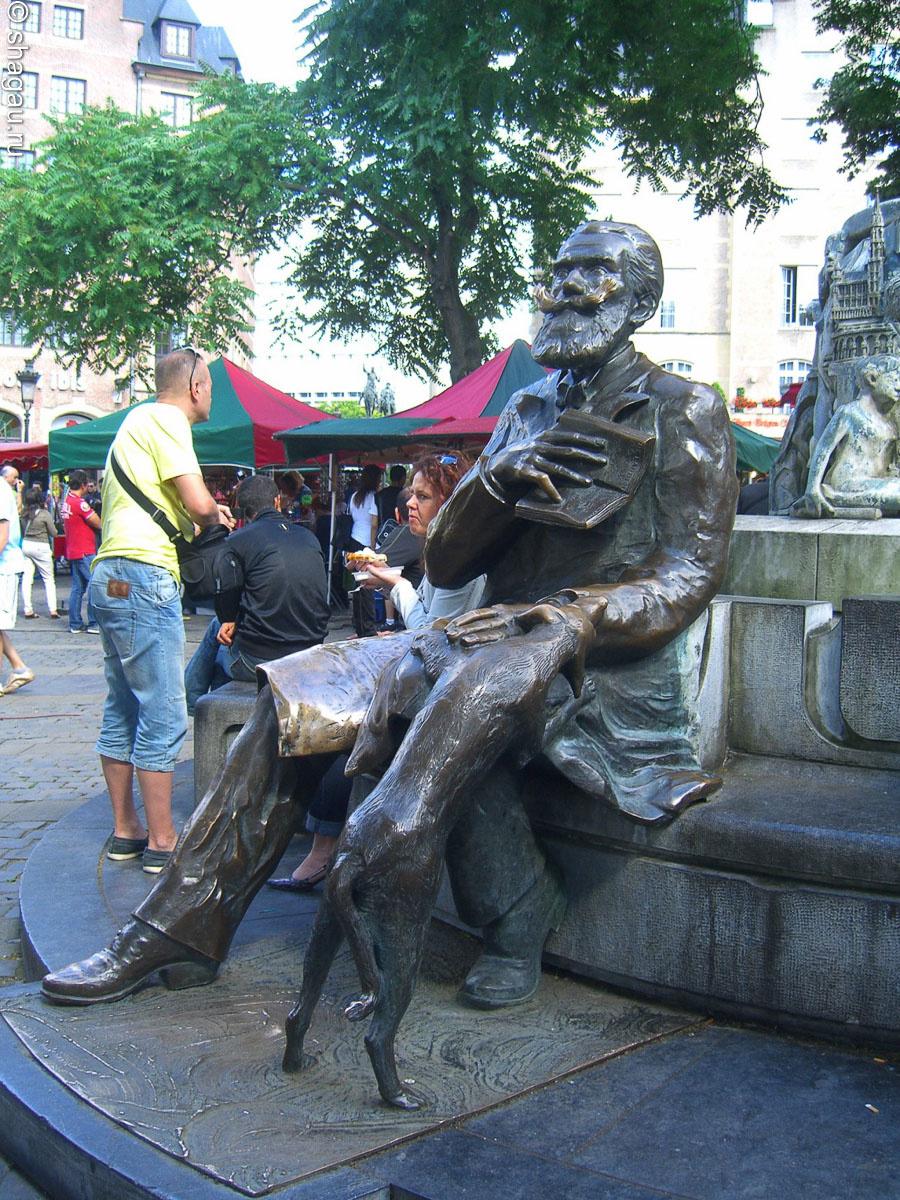 Памятник Шарлю Булсу в Брюсселе