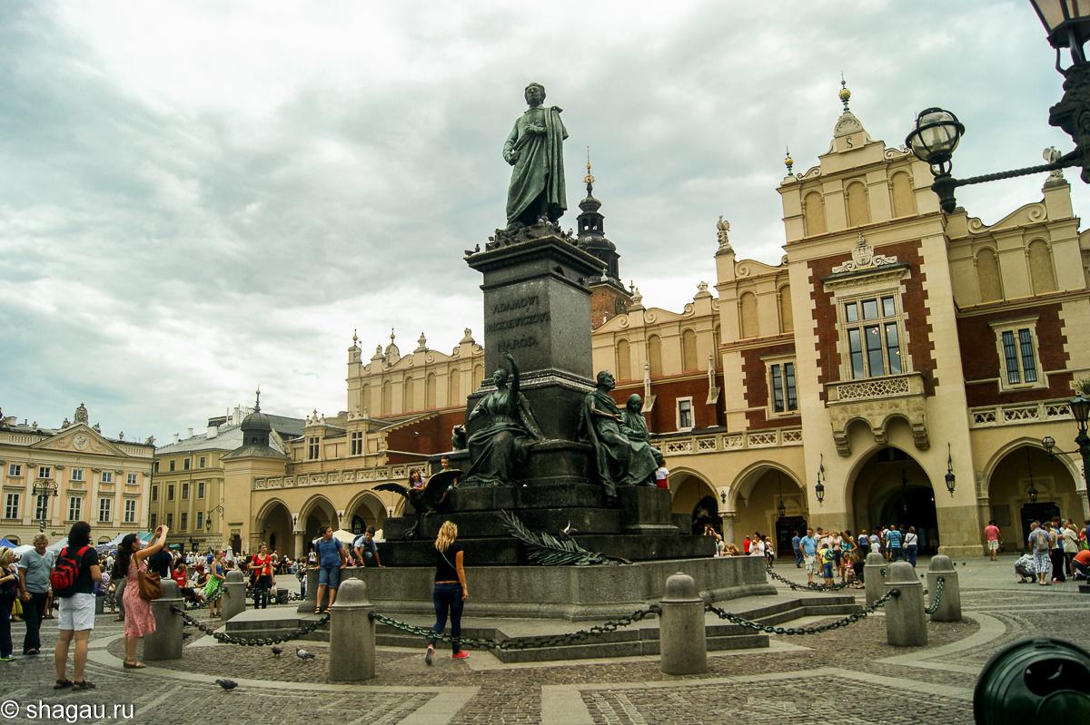 Памятник польскому поэту Адаму Мицкевичу