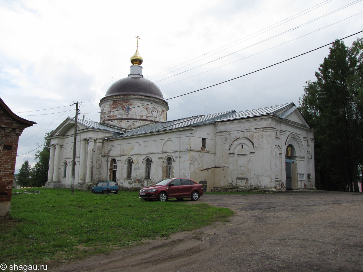 Никольский собор. Построен в 1766 году. В первой половине XIX века перестроен. Колокольня уничтожена в тридцатых годах XX века.
