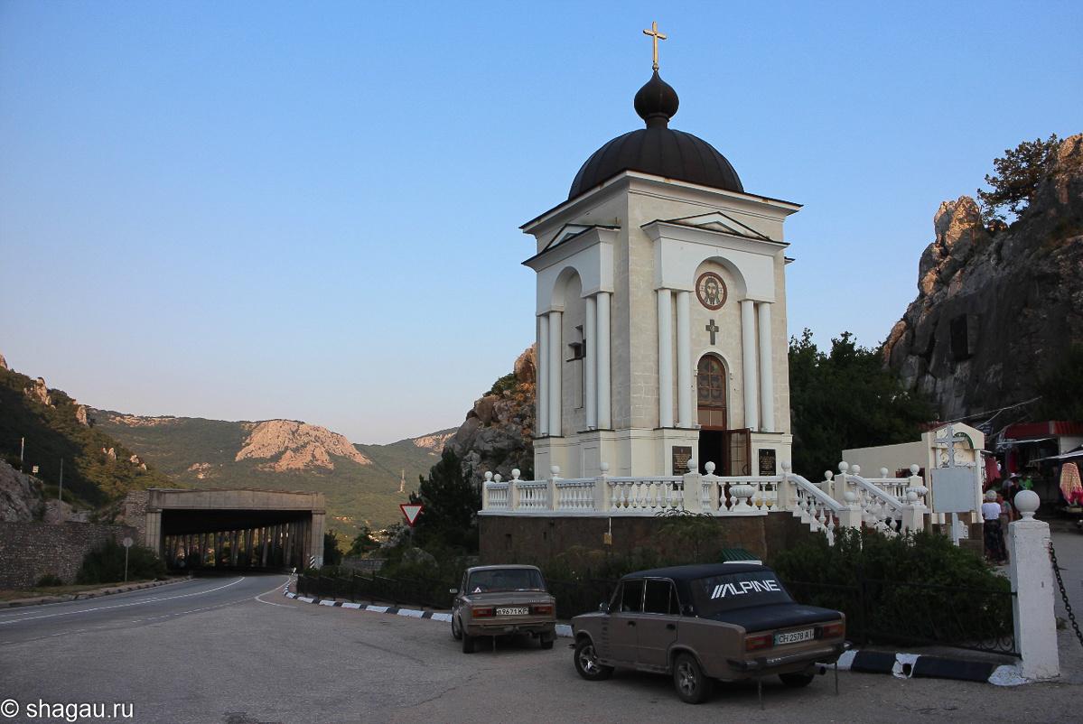 Ласпинский перевал и часовня