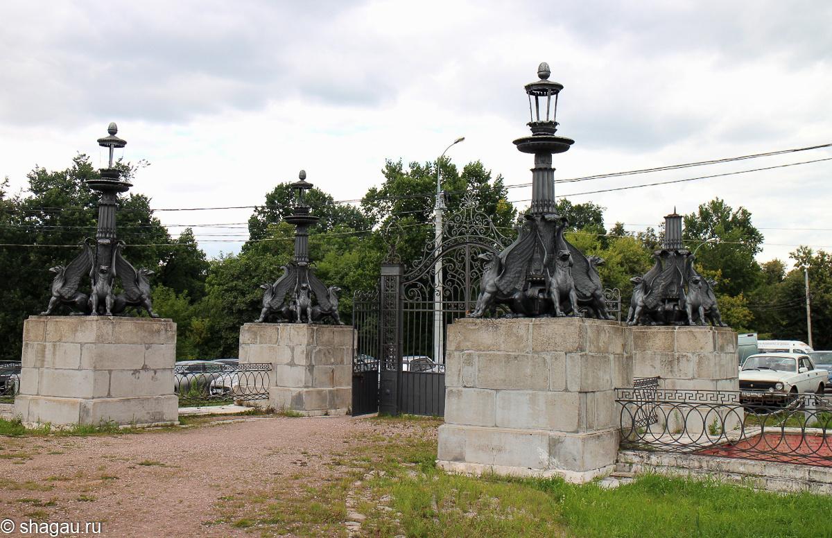 Ворота с фонарямя