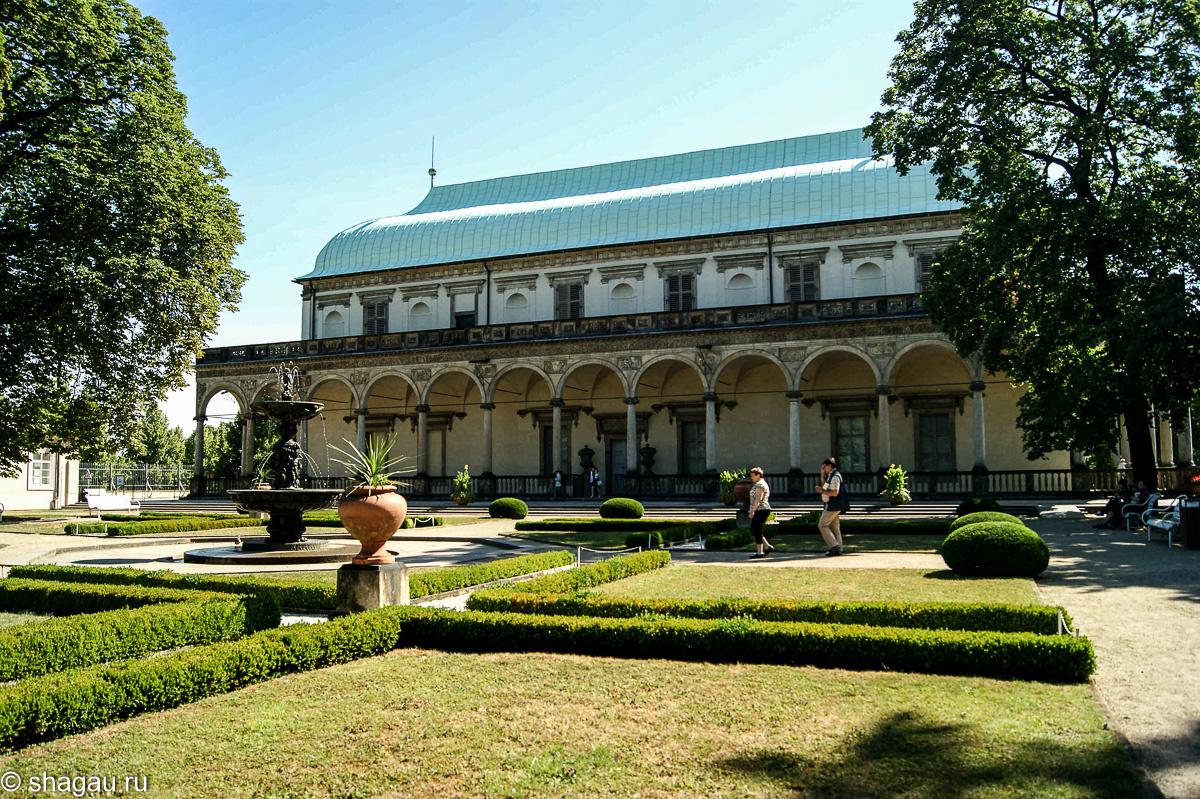 Дворец королевы Анны