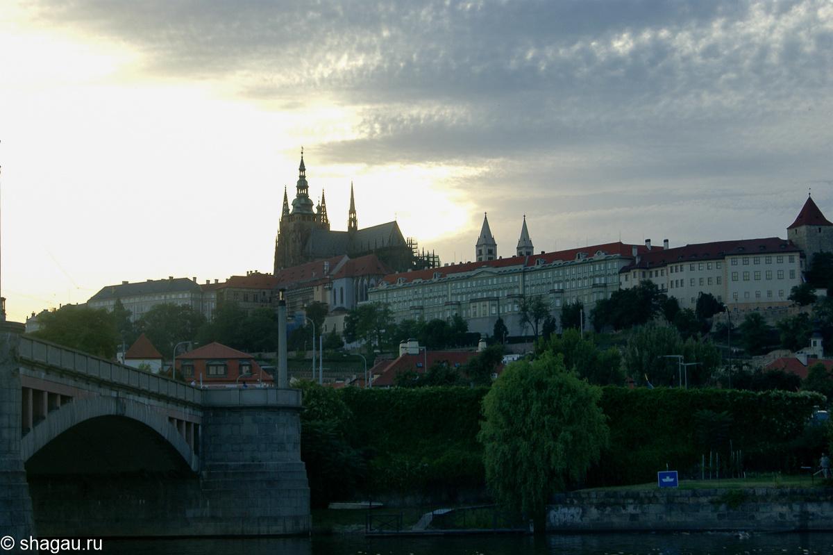 Вечерний вид Пражского града