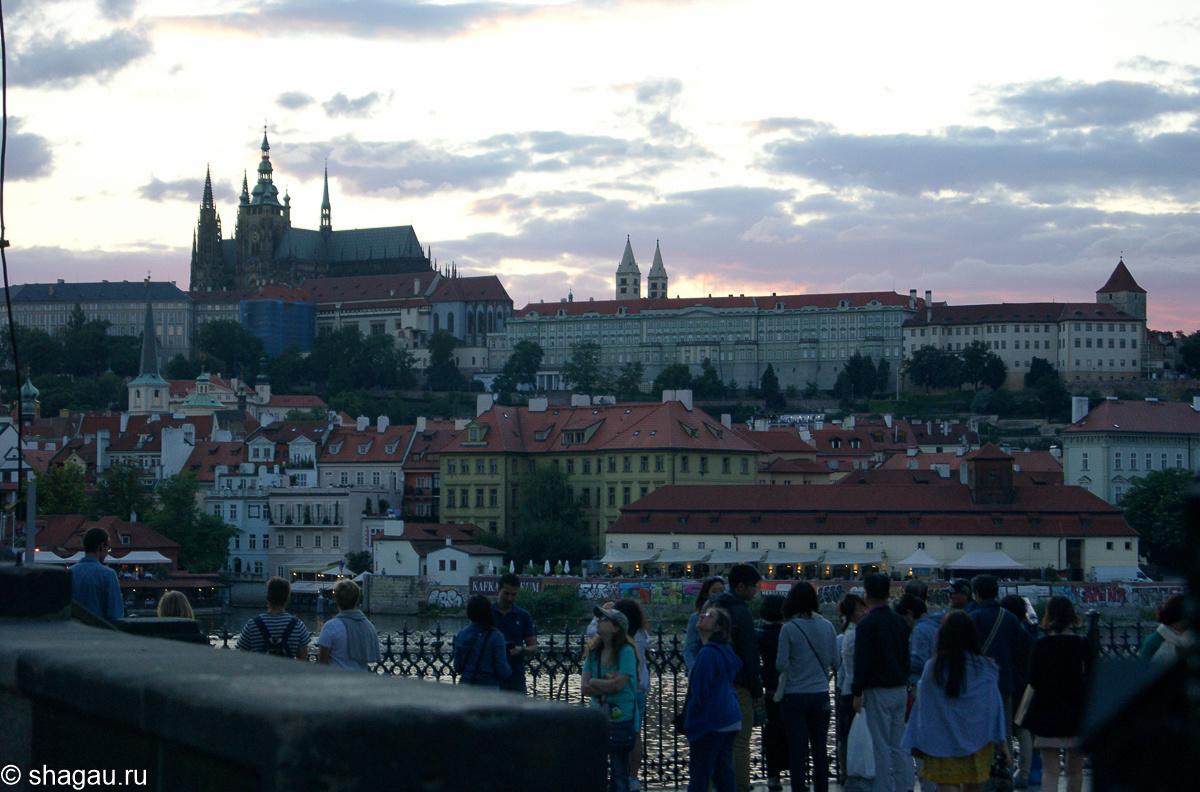 Вечерний вид Праги (Пражский град с противоположного берега Влтавы)