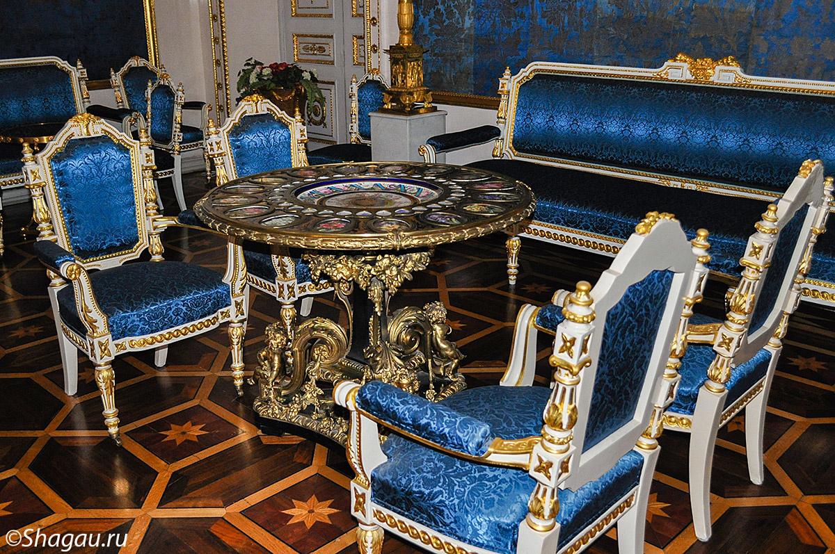 В синей гостинной
