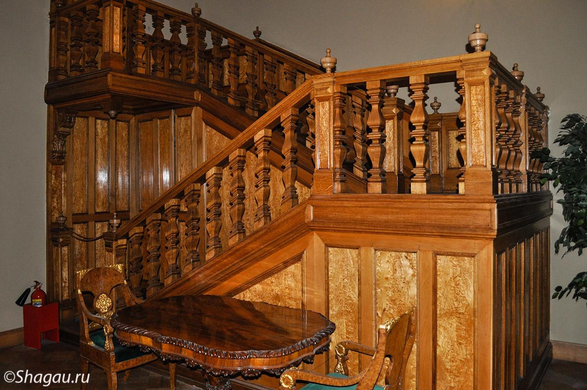 Массивная лестница