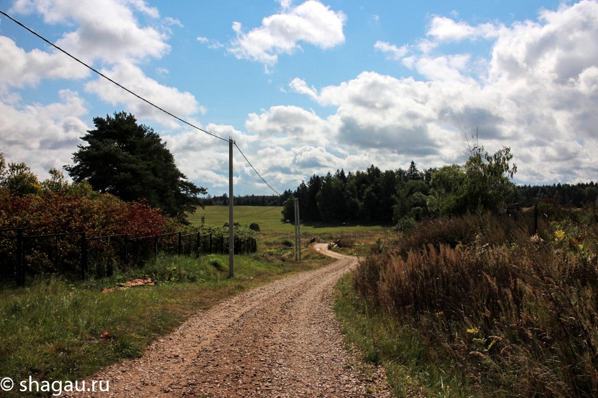Дорога возле храма