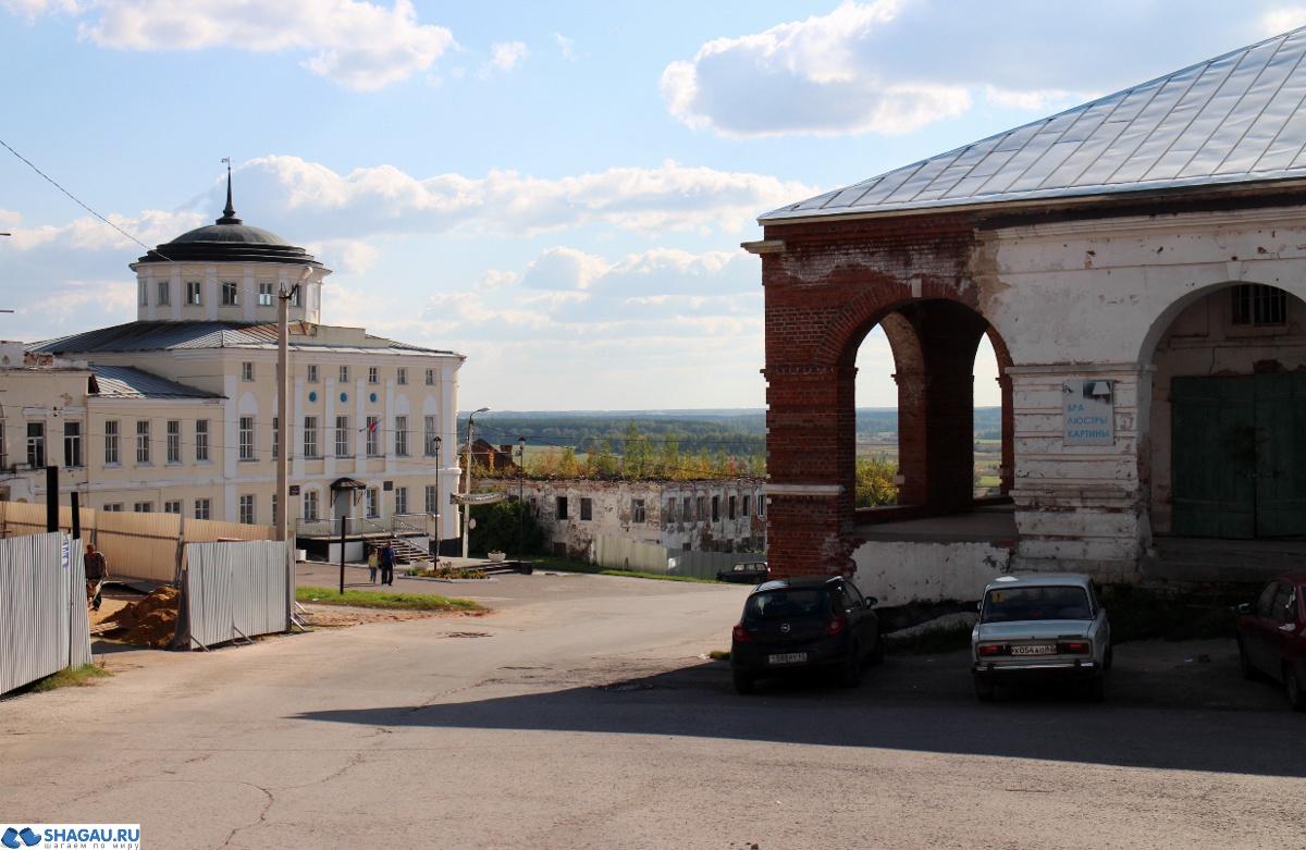 Вид на дом Алянчикова и торговые ряды